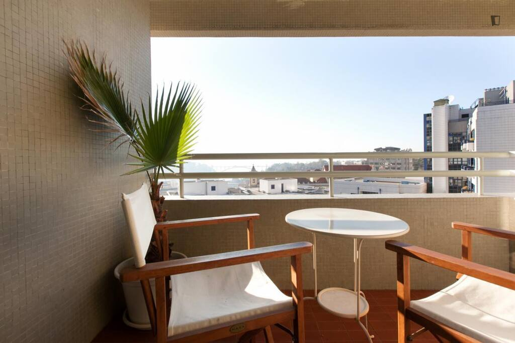 Large Balcony Perfect spot for an exclusive view of Arrábida Bridge and Douro River mouth