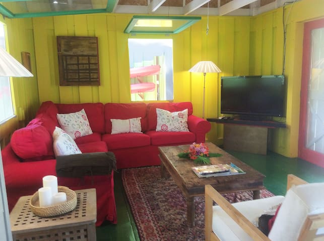 A cosy living rom. Relax after a day on the water