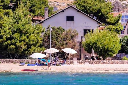 Design 1 bedroom apartment near beach