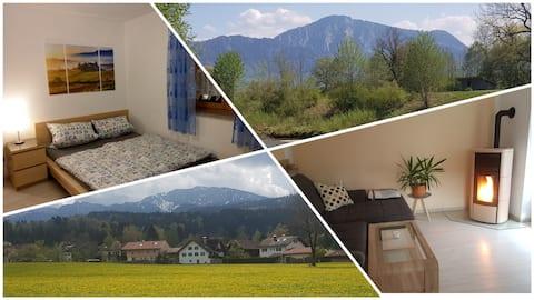 Gemütliche Wohnung mit Kaminofen und Bergblick