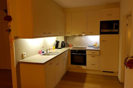 Room with free parking+bikes near Amsterdam Centre - Duivendrecht
