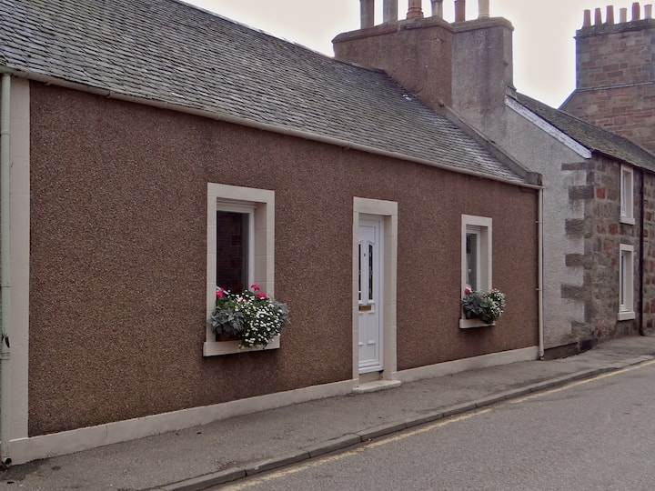 2 bedroomed cottage in Helmsdale -sleeps up to 4