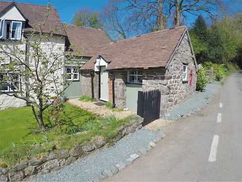 Grade II Listed Country Cottage Annexe