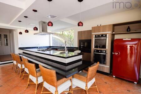 Casa de alto padrão em condomínio fechado - Itu