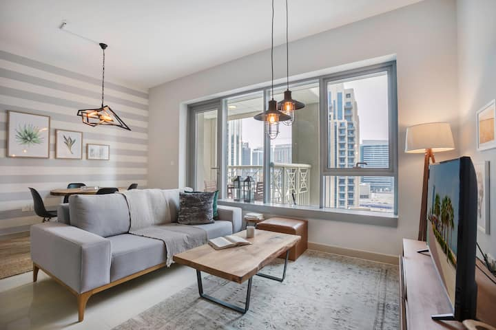 Lux Downtown 1BR w/ City View, Pool & Gym