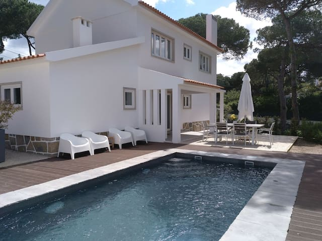Pine forest family villa w pool garden in Colares
