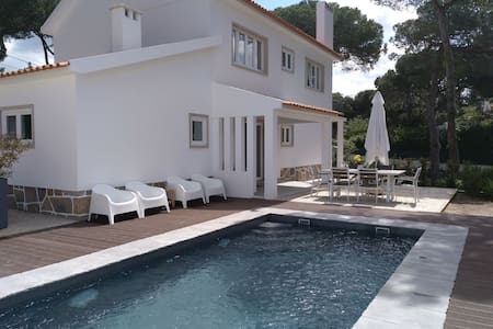 Pine tree house with pool and garden in Colares