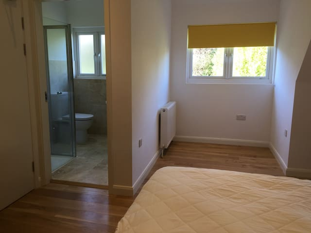Lovely ensuite loft room in guest house