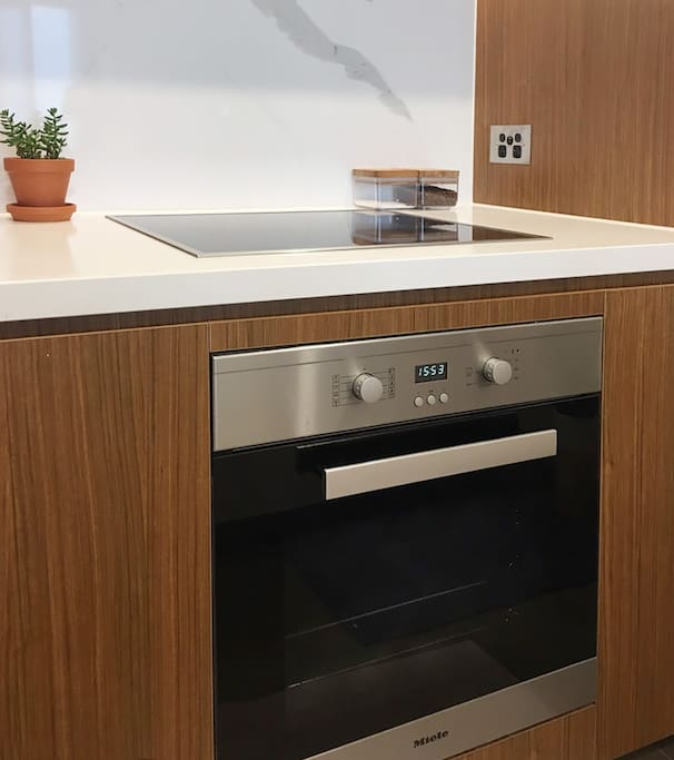 Miele oven, stove top and dish washer to make you