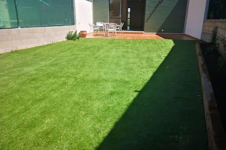 Adosado con jardín cerca de Burgos