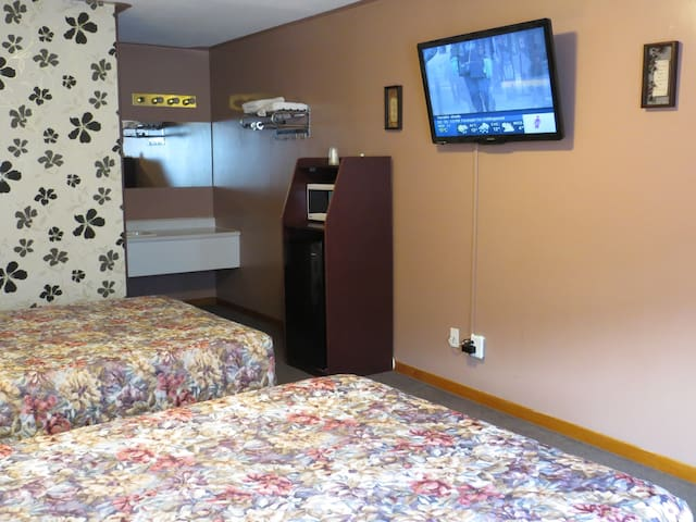 Deluxe Room With 2 Queen Beds - Midland - Other