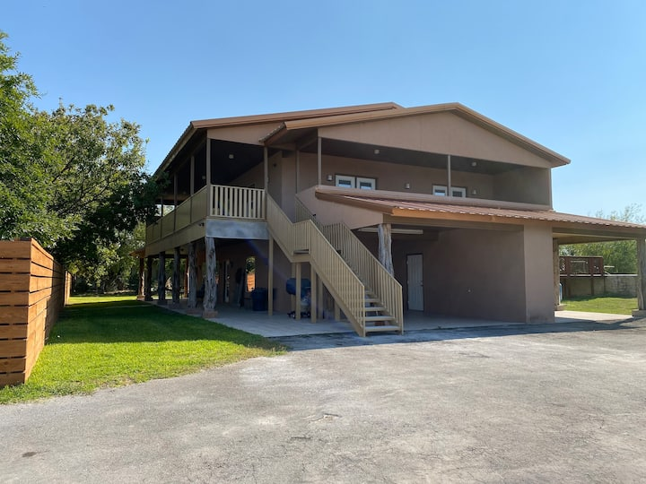 Lake Amistad Top Condo Private drive boat parking