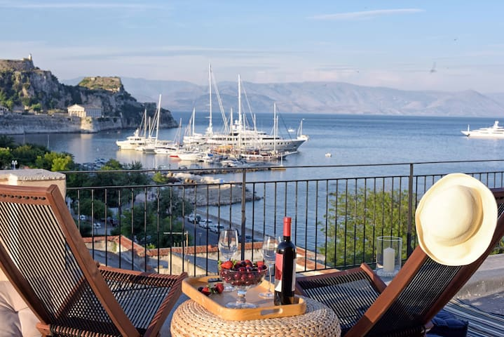 Spacious sea-front apartment in Corfu town