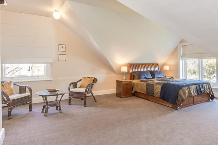 Derwent River Lodge - Private Upstairs Room