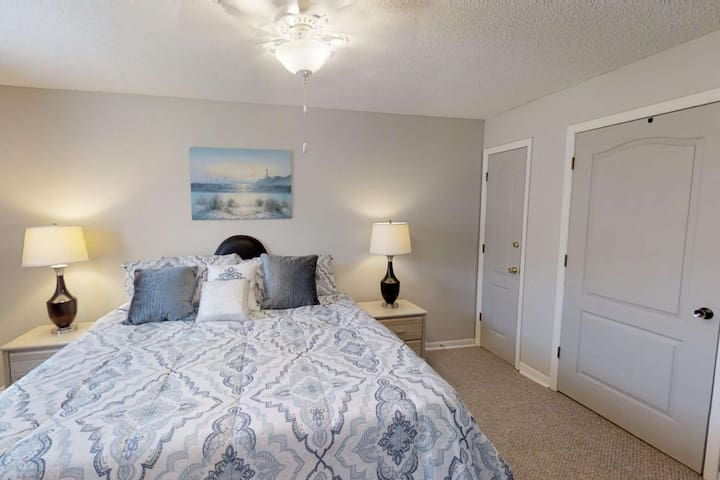 Spacious One Bedroom Corner Unit Minutes From the Beach and Pier Park Plus Free WiFi and Parking