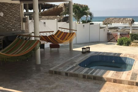 4 Bedroom 3 Bath Private Beach Access Beach  House - Casa