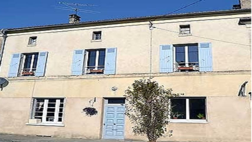 Large Private Village House with Pool - Saint-Pierre-de-Côle - Huis