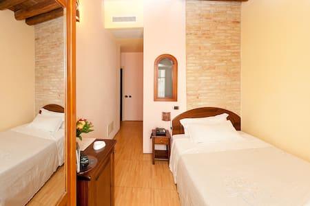 Room & Breakfast SaDomuCheta - Doppia Economy - Cagliari