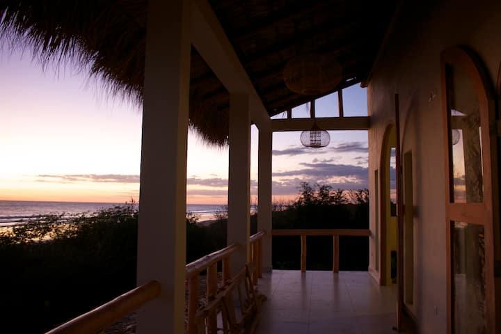 Tres Volcanes Ocean Villa-King, Beachfront Balcony