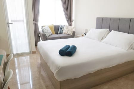 Menteng Lux Studio (WIFI, HOT WATER & AMENITIES)