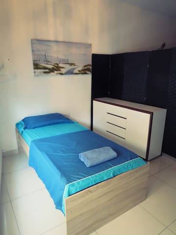 Comfy, Central Single Bed in Sliema Shared Apt!