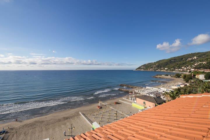 Ampio Attico con impareggiabile vista mare - Marina di Andora - Leilighet