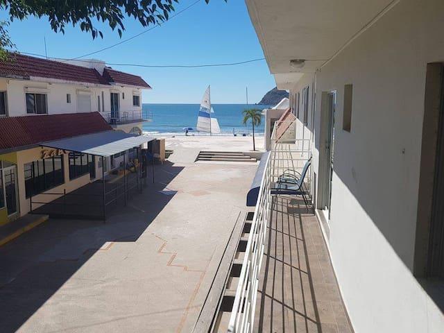 Zona Dorada 404  , A unos pasos de la playa!!