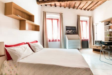 a room in the art - Carrara - Appartamento