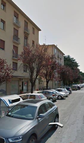 Grazioso appartamento in periferia - Болонья - Квартира