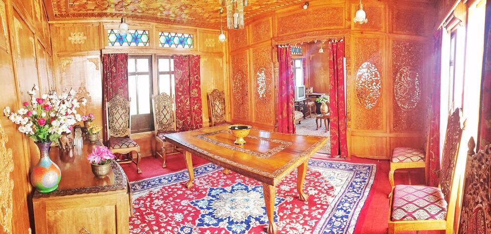 Nigeen Heritage Houseboats - Srinagar - Bed & Breakfast