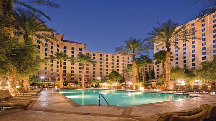 1Bd, A Vegas Grand Oasis!!