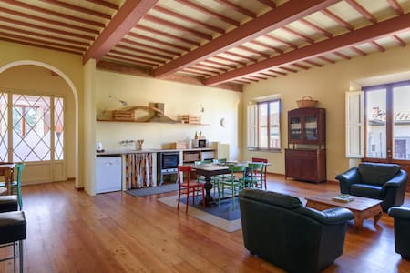 Bright and spacious Apt in the heart of Siena