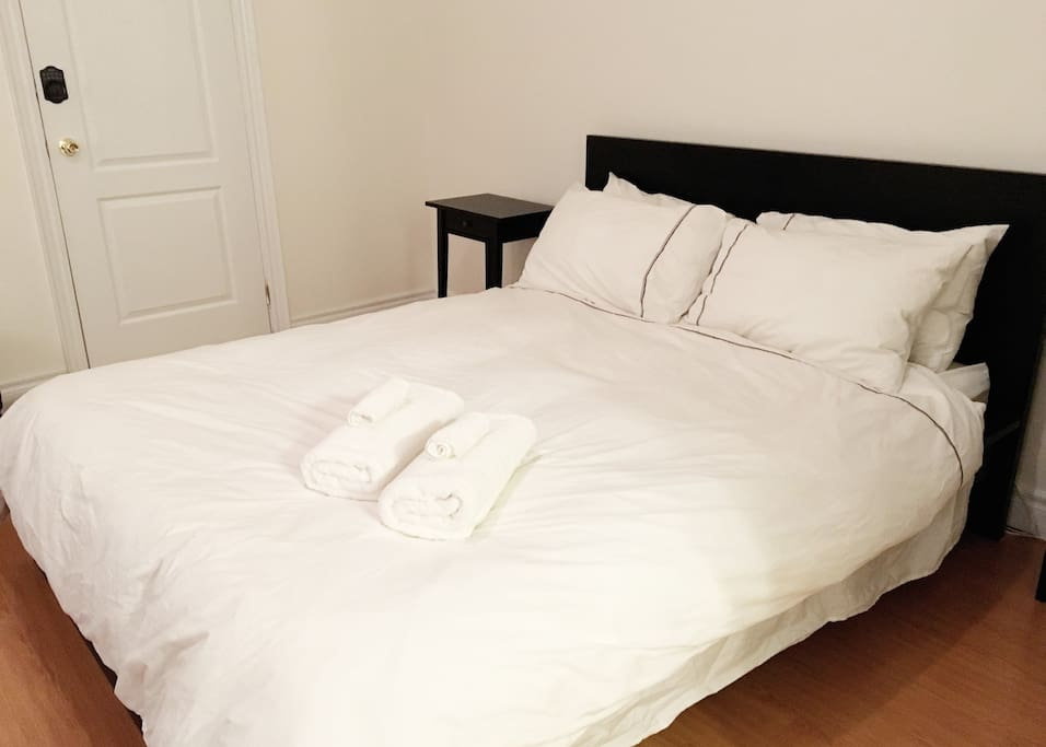 Queen size bed - great mattress! Fresh, white linens and towels included (body towels and face towels)