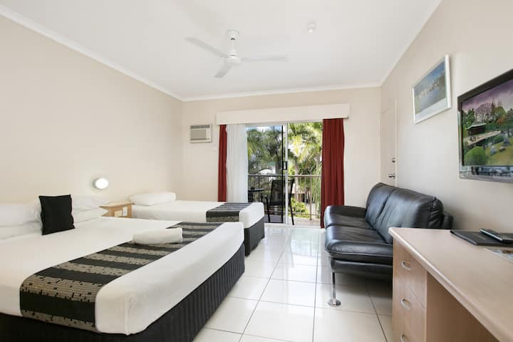 Cairns City Sheridan - Twin Room with Balcony