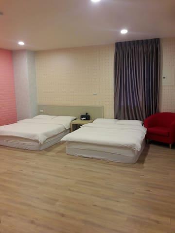 依蕾公園105-寬敞舒適2~4人大空間獨立套房