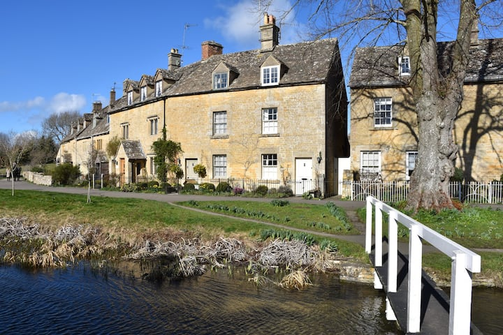 Period cottage in prime Cotswolds location