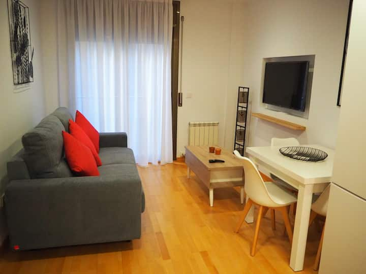 Modern flat in Girona center with patio, 2 BR and Wi-Fi
