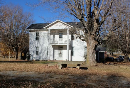 Updated 110+ y/o farmhouse on working cattle farm - Scottsville