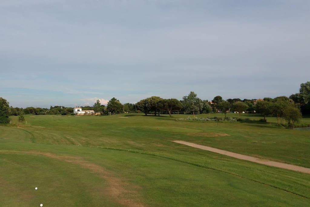 Au départ du trou N°1 du golf