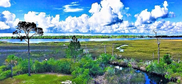 Lagoon Front, Close To World Famous Indian Pass Oyster Bar ~ Otter Cove