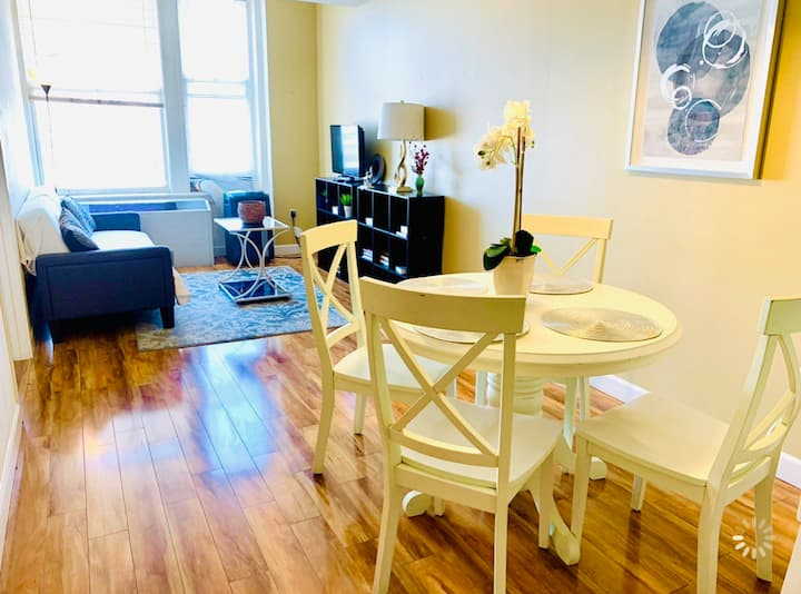 Great Location - 1BR Apt w/ Free WiFi in Downtown
