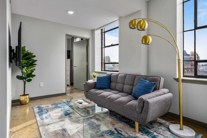 LUXURY AMENITIES | 2BR-DOWNTOWN LOFT-GATED PARKING