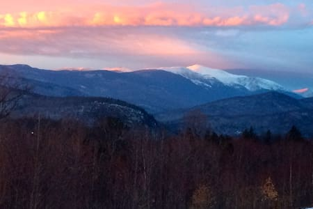 Incredible views, fireplace,minutes from skiing! - Intervale
