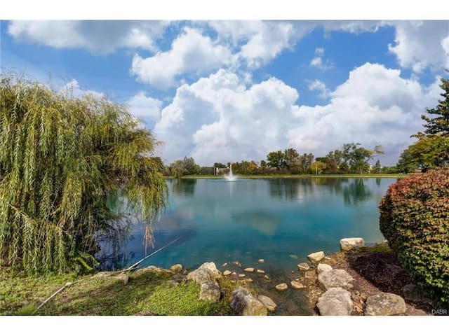 Awesome 2 Bedroom Lakeside Condo