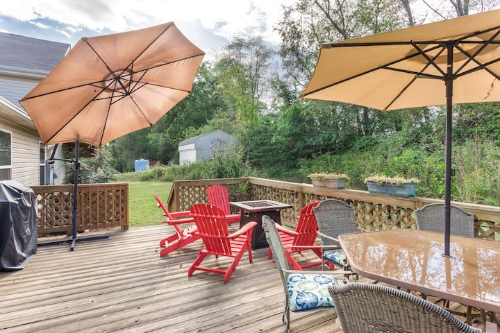 East Asheville 2 AirBNBs in 1,Mtn Views, Sleeps 12