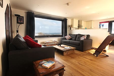 The Lookout (sleeps 2-3). BEACH & ISLAND PANORAMA