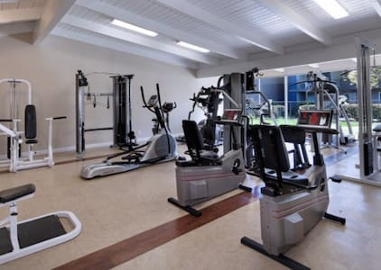 Cute homey APT w/ Fitness & Pool - Lakewood - Lakás