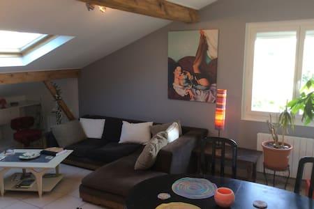 Chambre avec superbe vue Pyrennees - Lons - Lägenhet