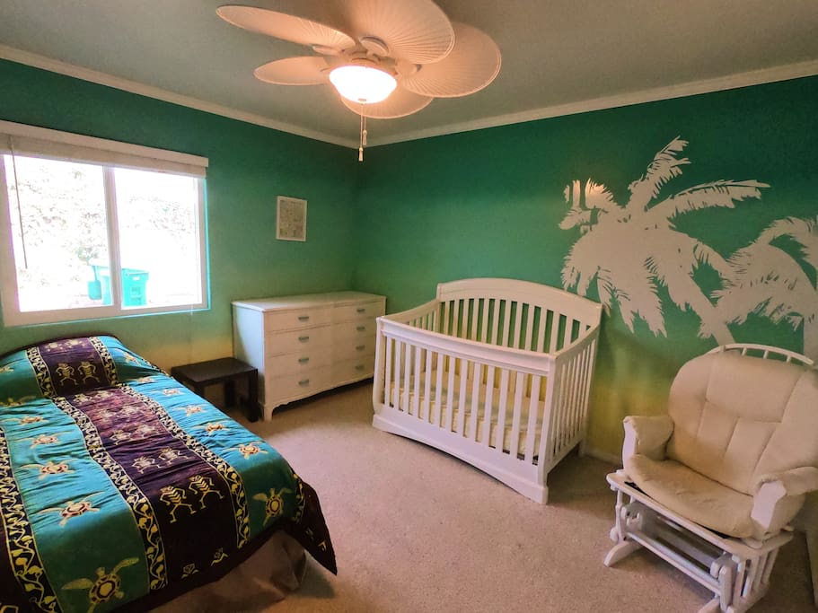 Bedroom 3 - Twin Bed and Crib