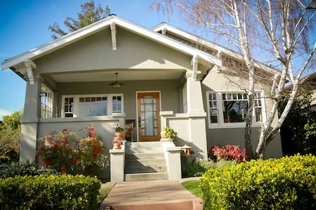 Classic Bungalow - Walk to Town / Train - Burlingame